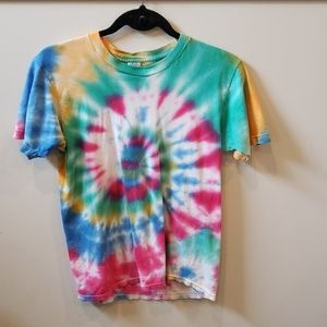 Fruit of the loom spiral tie dye tshirt. Size M
